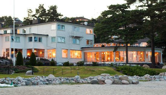 Strand Hotel Fevik: View of hotel from south-east side of beach