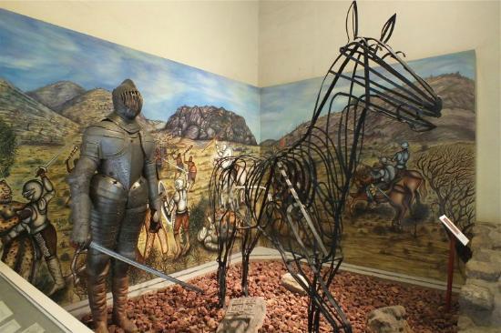 Palacio de Cortes : Mural y armadura española