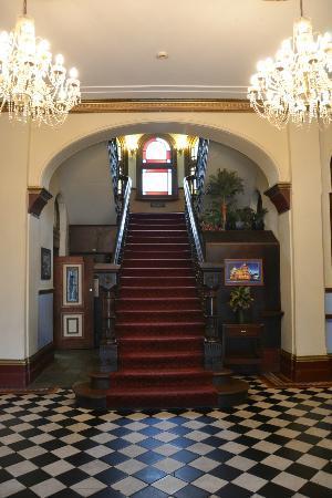 The Criterion Hotel Motel: Ballroom-like entrance