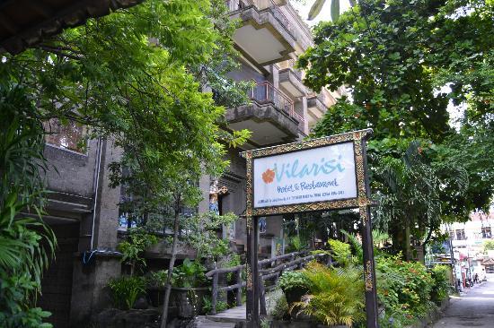 Vilarisi Hotel: Vista dalla strada