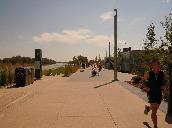 Calgary Pathway System : River pathways calgary