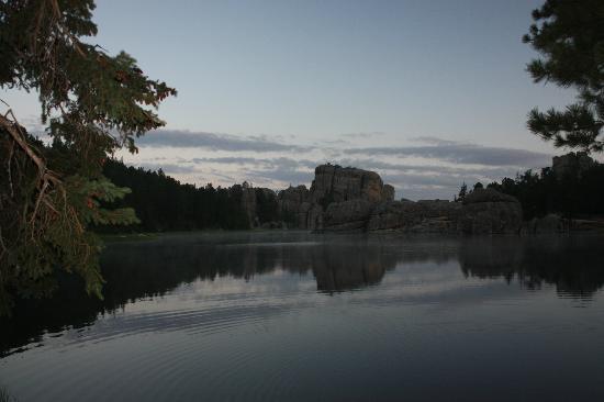 Sylvan Lake Lodge: Sylvan Lake at Dawn