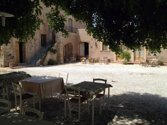 La Frescura agriturismo: The main building seen from the Olivo Room