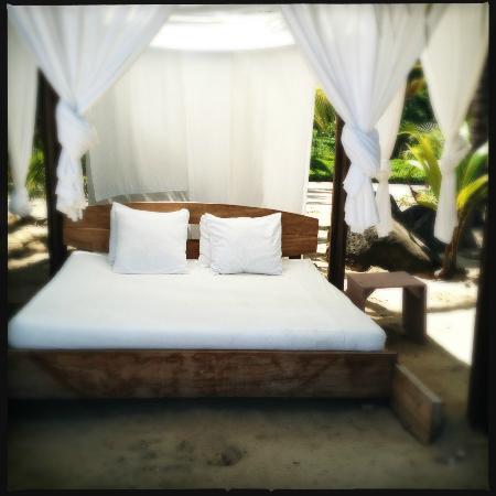 Imanta Resort: Beach Bed on the private beach