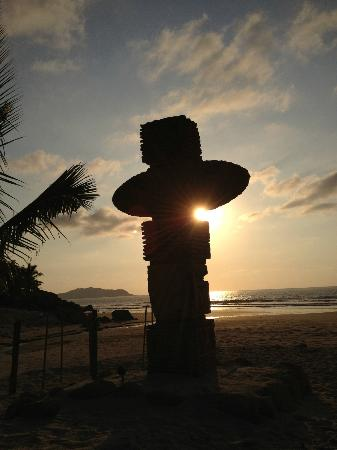 Imanta Resort: Sunset on the private beach at Imanta