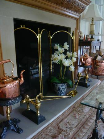 Burton Mount: Living room