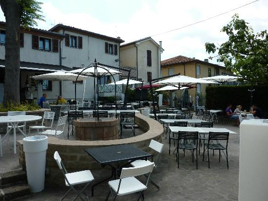 Ristorante Pizzeria Da Rossi: The rear terrace area.