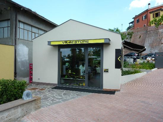 Ristorante Pizzeria Da Rossi: The official VR46 store round the back.