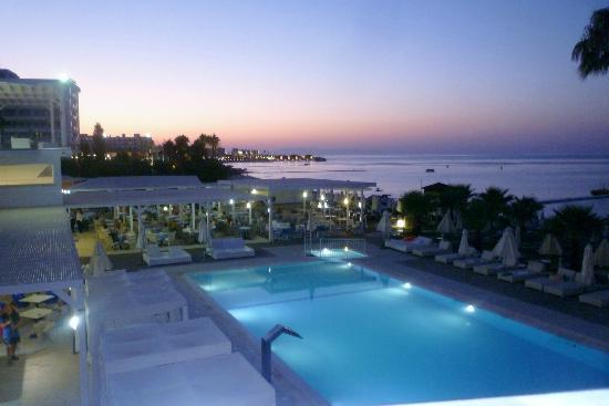 View Of The Pool At Night Bild Von Silver Sands Beach Hotel