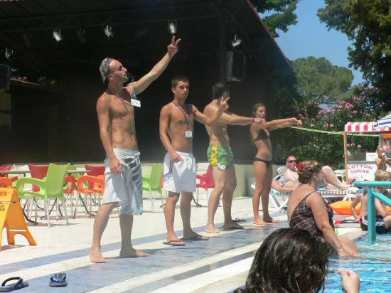 Luana Hotels Santa Maria : The Entertainers keeping us entertained