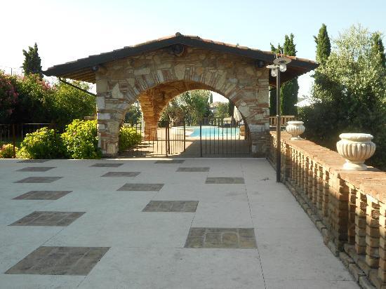 Padenghe sul Garda, Italien: L'entrata alla piscina