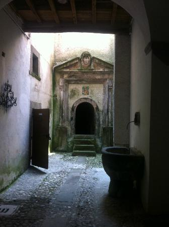Osteria Belvedere Restaurant: outside the restaurant, the entry to an antique water source