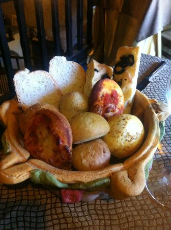 Osteria Belvedere Restaurant: the bread basket