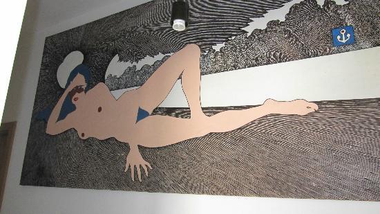 เบลโฮสเทลแอนด์เกสเฮาส์: Art in the corridor on the upper level
