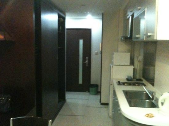 World Union Service Apartment Mosike: Eingang und Küche