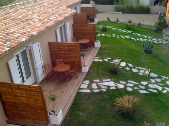terrasse des chambre avec vue sur les montagnes et le village de Patrimonio