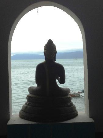 L' Hacienda: statue ornant le jacuzzi avec vue sur la mer