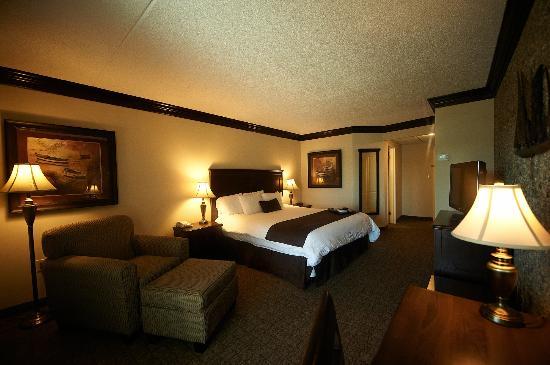 Fourwinds Lakeside Inn & Marina: King Room