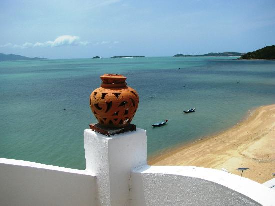 L' Hacienda: vue de la piscine sur la côte de Koh Samui