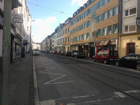 Brunnen Hotel: View of outside street