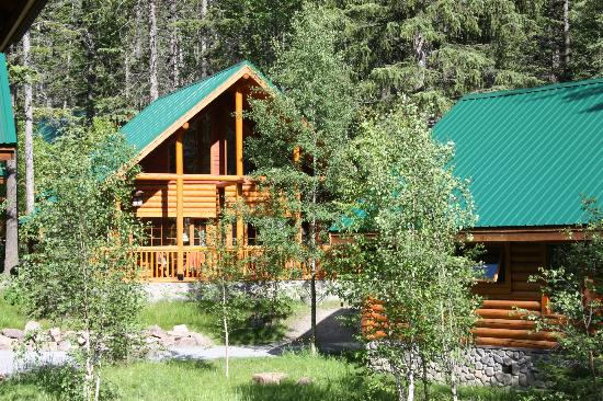 Cathedral Mountain Lodge: The Cabins