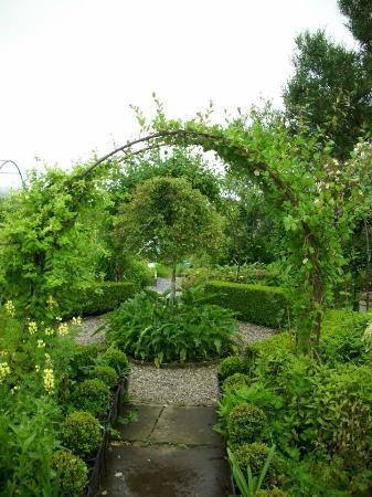 Doolin Garden and Nursery: Arches