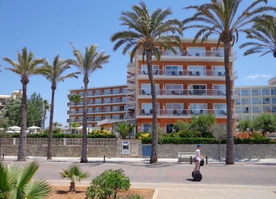 HSM Golden Playa: Hotelview from Boulevard