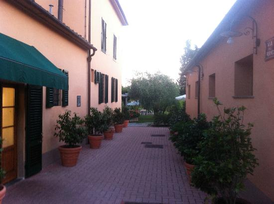 Hotel Villa Cappugi: Going to the terrace or swimming pool