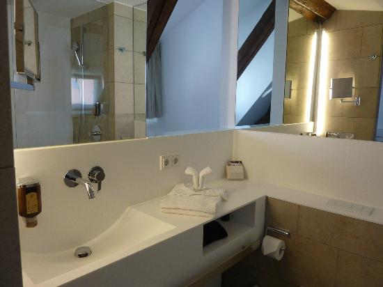 Hotel Restaurant Löwen: Bathroom