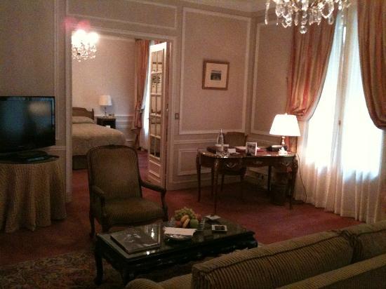 Hotel de Crillon: Suite supérieure situé à l'entre-sol de l'hôtel et donnant sur la rue Boissy d'Anglas