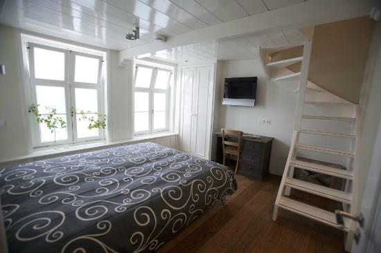 Spaarne Dream Appartment Haarlem: Bedroom with adjustable twin beds