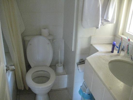 Panareti Paphos Resort: к смыву в туалете надо привыкнуть- не всегда хорошо смывает