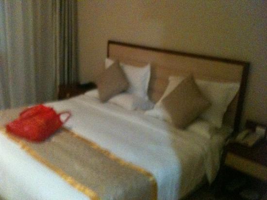 Beijing Saga Hotel: Bett