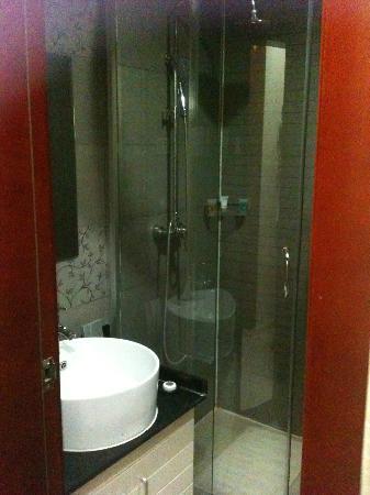 Beijing Saga Hotel: Badezimmer