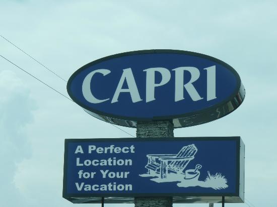 كابري موتور لودج: New Signage for the Capri Motor Lodge 
