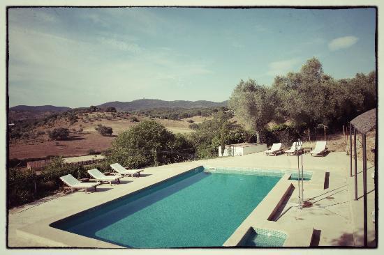 Los Pozos de la Nieve: the pool overlooking the hills of the Sierra Norte