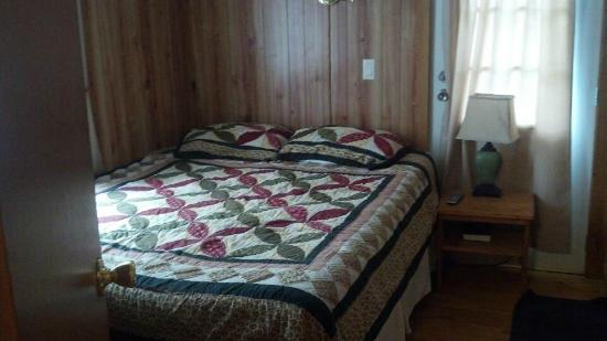 Creekside Cabins: Bedroom