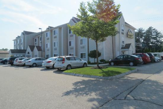 Microtel Inn & Suites by Wyndham Dover: outside