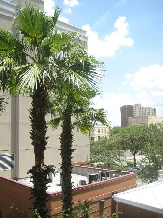 Courtyard Tampa Downtown: To the right (East?) from 322