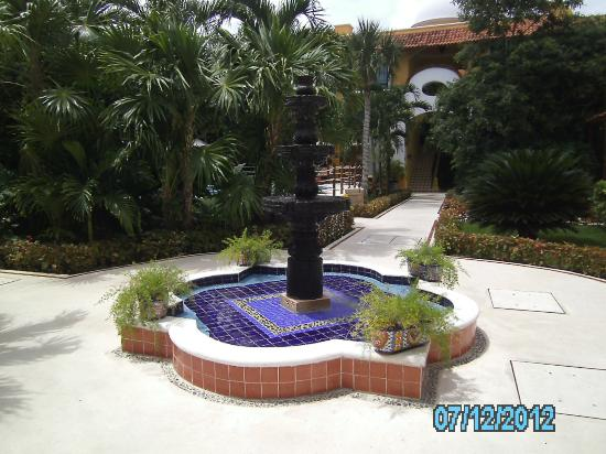 Royal Level at Occidental Cozumel: Royal Club fountain