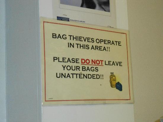 Royal Bayswater Hostel: Aviso de ladrões