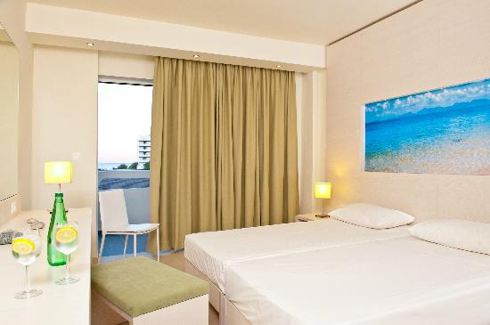 Lindos White Hotel and Suites: standard  twin room