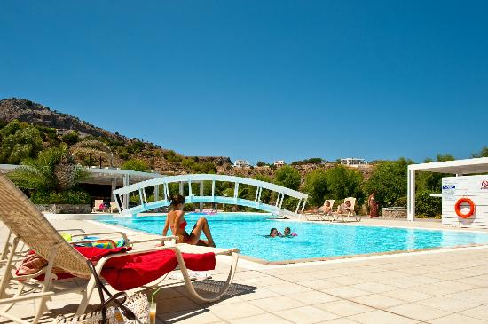 Lindos White Hotel and Suites: relaxing at the pool
