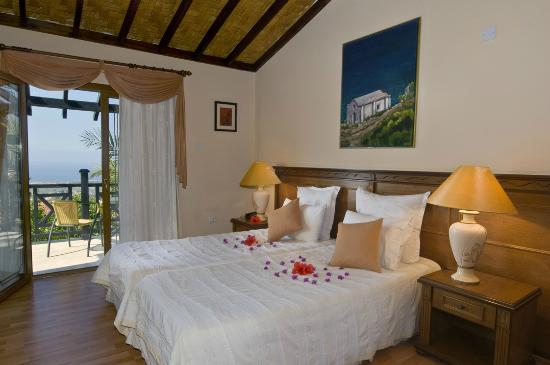 Hotel Bellapais Gardens : Twin Level Cottage Bedroom And Balcony