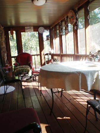 Stone Ridge Inn: Porch off our bedroom