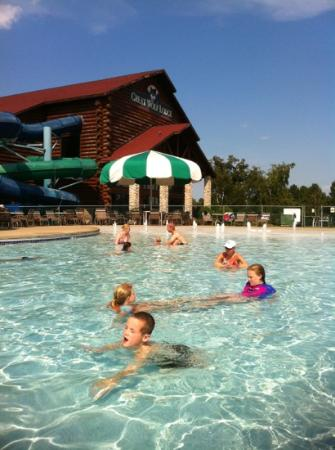 Great Wolf Lodge: Kevin Heard living it up in the out door pool . Great time!