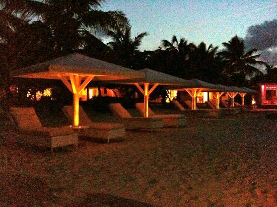 Hotel Emeraude Plage: Vue de la plage en début de soirée