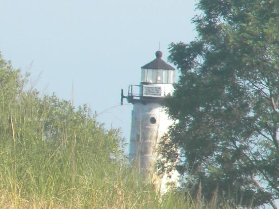 Lake Shore Motel: View of Lighthouse from patio