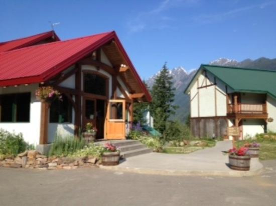 Heather Mountain Lodge: Restaurant and front lobby