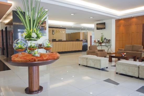 Howard Johnson Hotel - Quito La Carolina: LOBBY